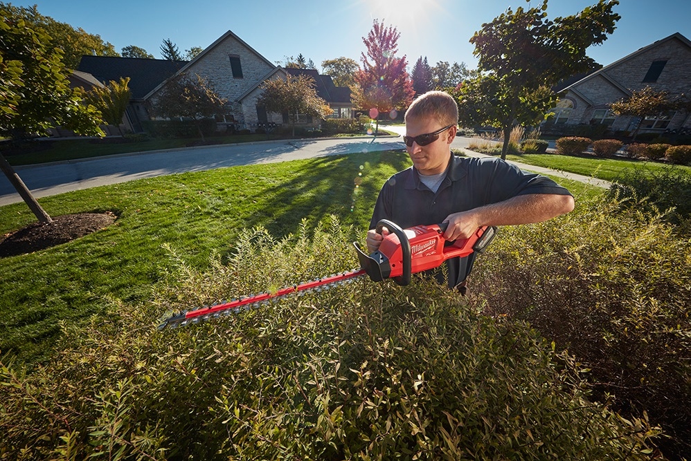 Milwaukee M18 Fuel 2726-20 brushless cordless hedge trimmer
